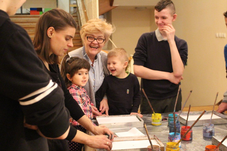 warsztaty ebru w Ośrodku Szkolno-Wychowawczym dla Dzieci Słabosłyszących